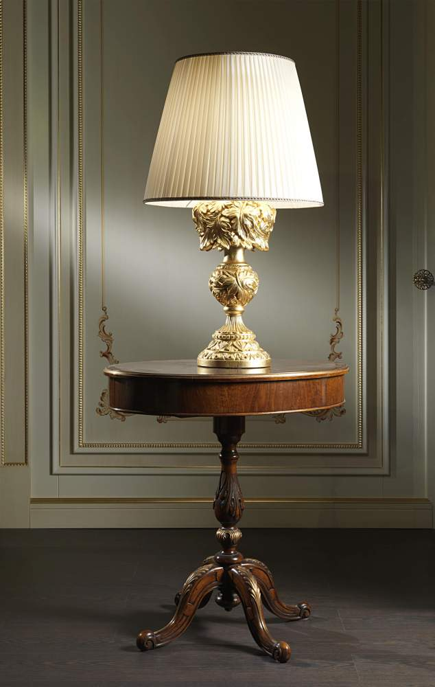 Luxury baroque lamp