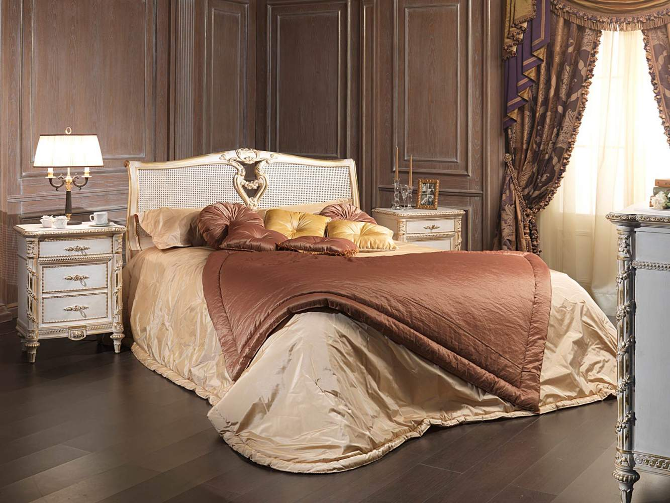 """Classic Louis XVI bedroom, bed with headboard in """"canna d'india"""""""