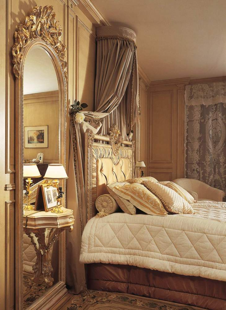 Classic Louvre bedroom, wall mirror with night table