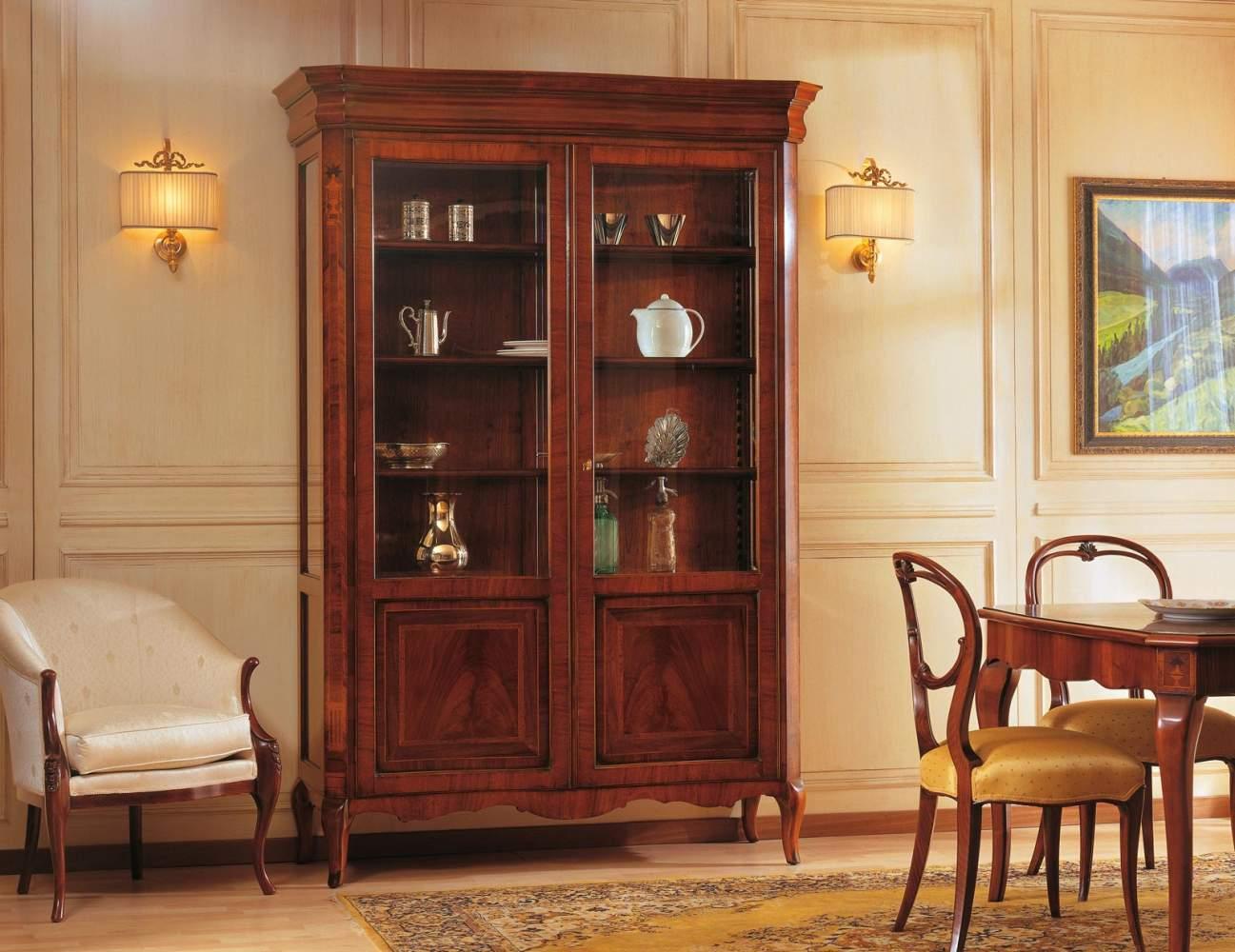 Vitrine avec deux portes dans le style du XIXe siècle français