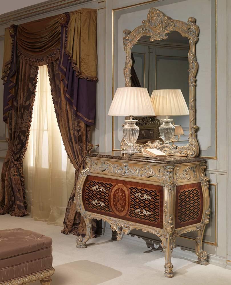 Commode et miroir classiques