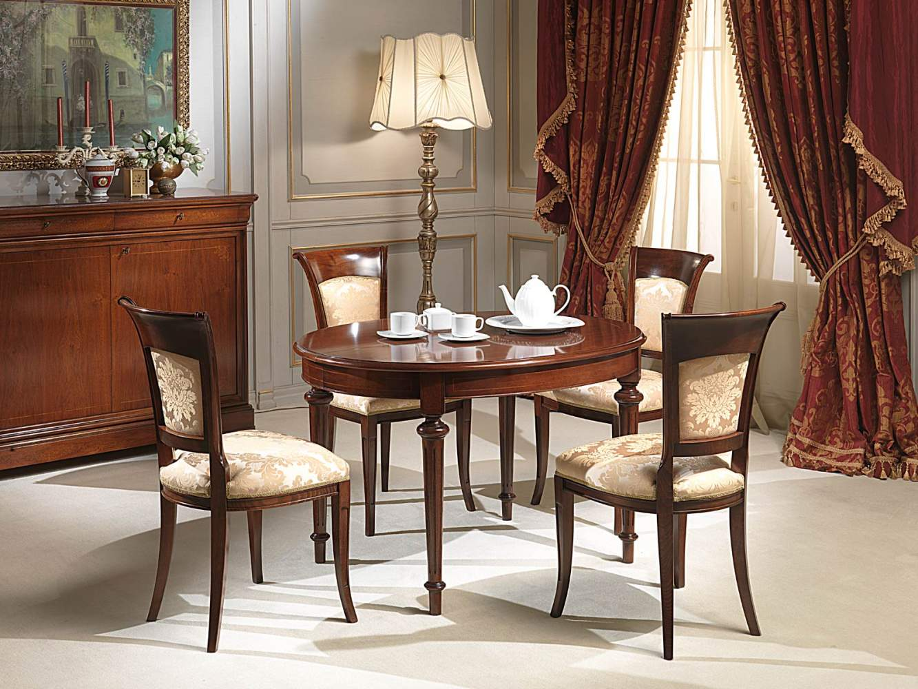 Oval extendable table