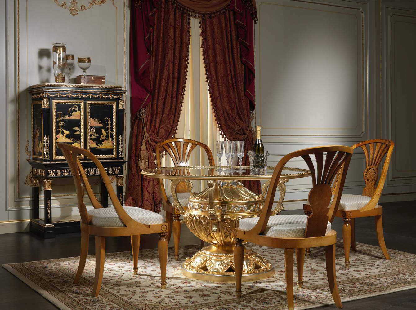 Luxury dining room made in Italy