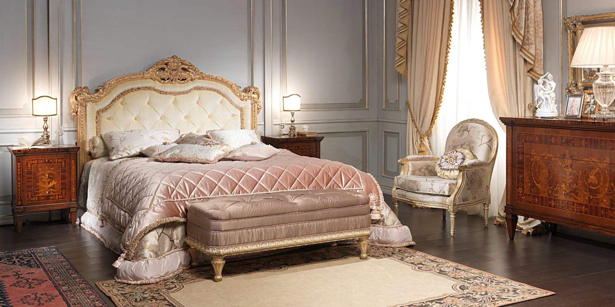 Classic maggiolini bedroom bed night tables and chest of for Classic house day bed