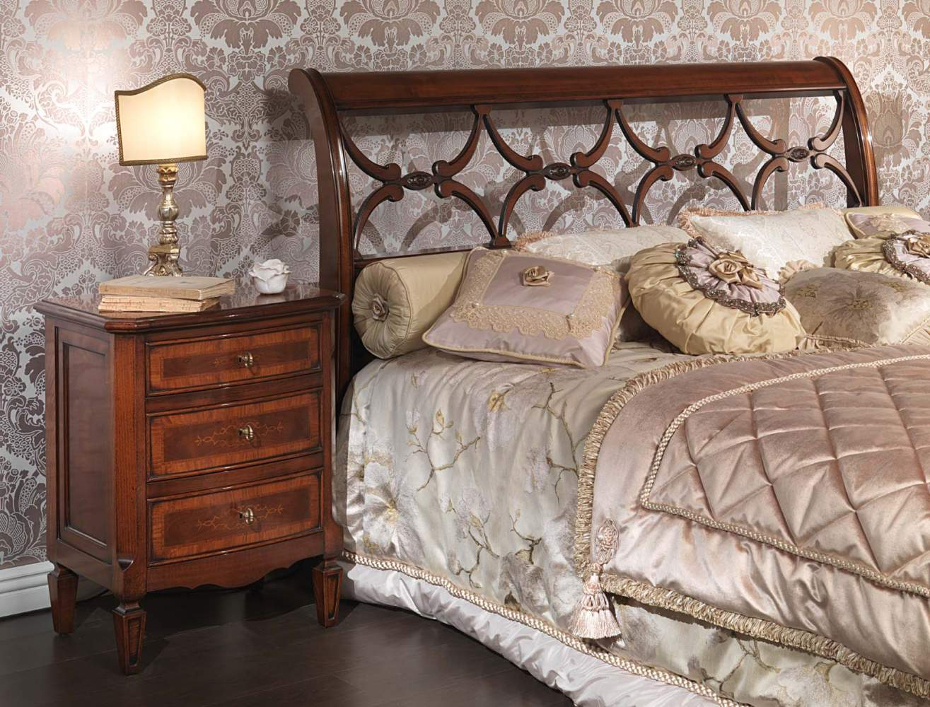 Italian bed and night table of the 18th century