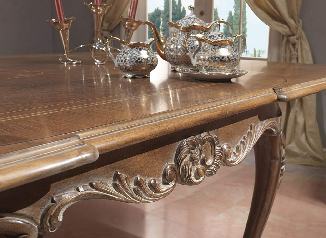 Carved Paris table in Louis Xv style