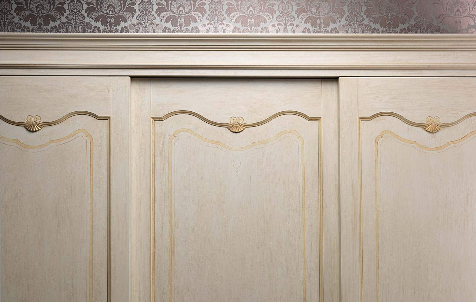 Classic wardobe Provenza, detail of the doors
