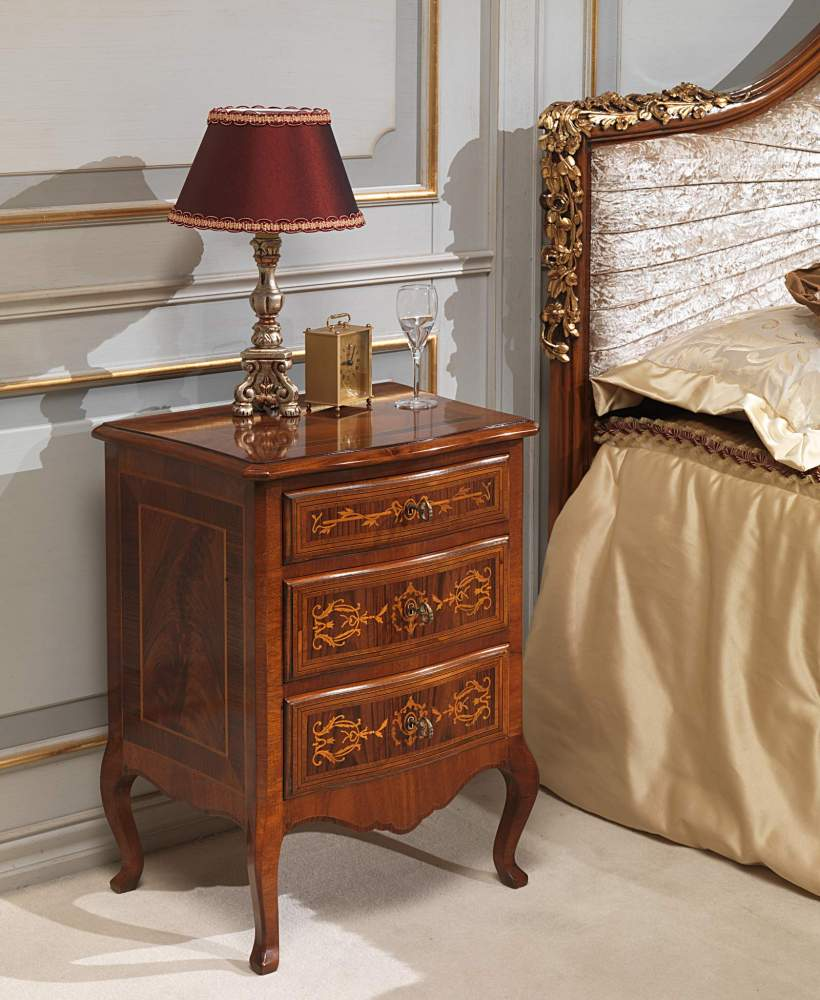 Classic Louvre bedroom, chest of drawers in walnut and antique finishings