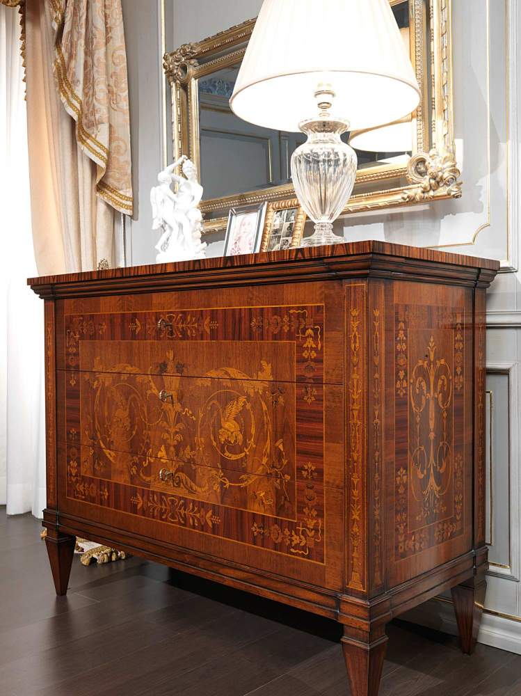 Classic Maggiolini bedroom, chest of drawers inlaid