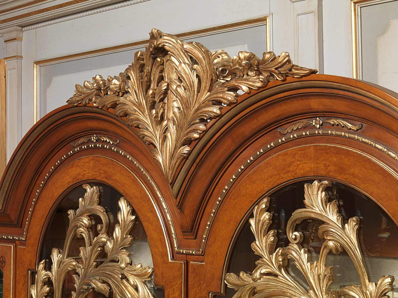 Versailles glass showcase in Louis XVI style, carvings
