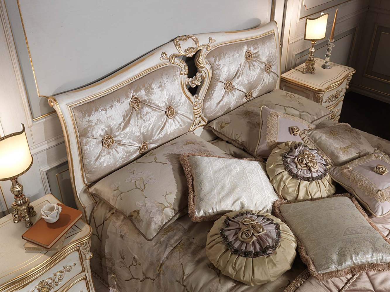 Classic Louis XVI bedroom, capitonnè bed, cnight tables, themed sheets and pillows