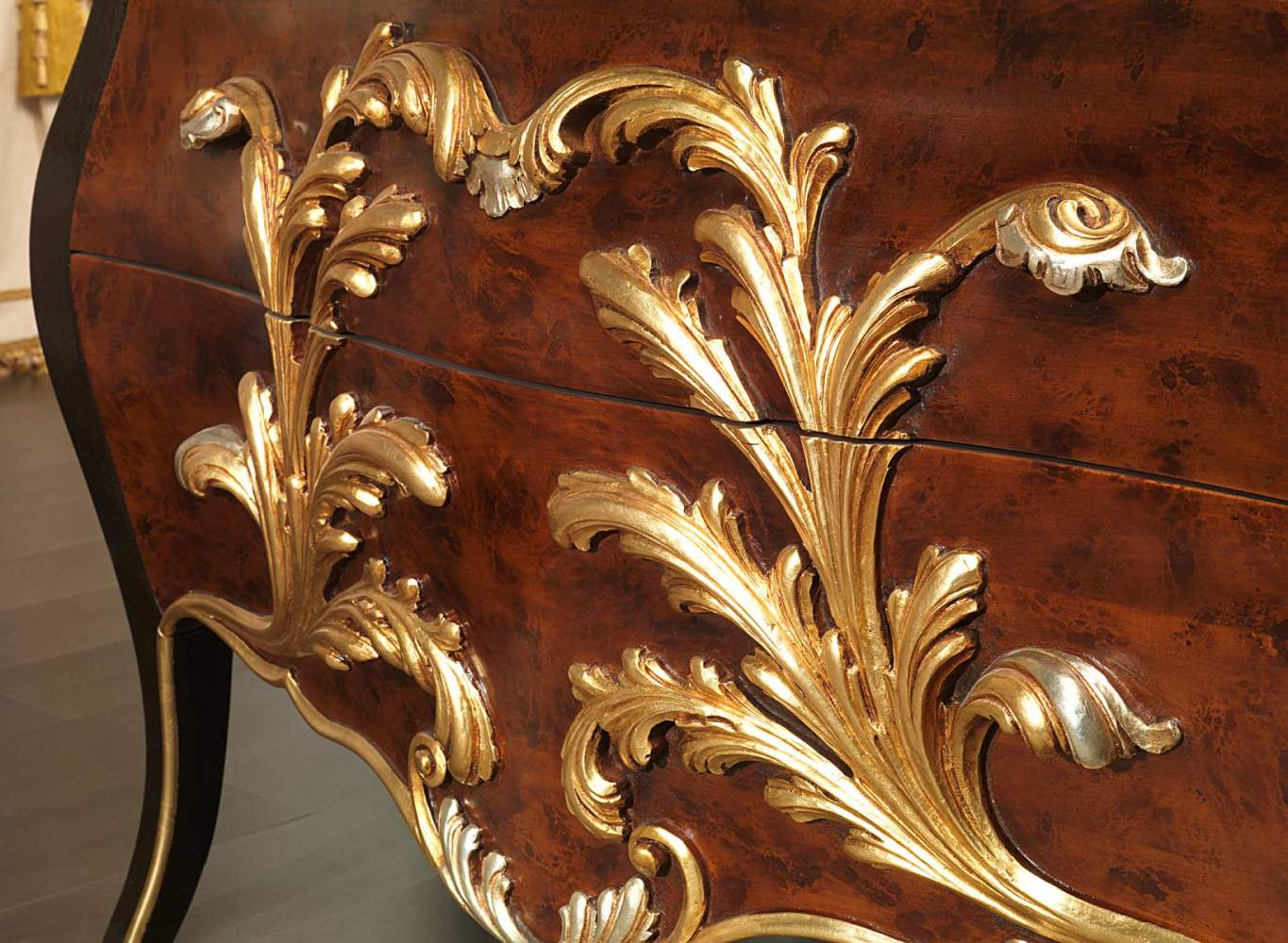 Classic chest of drawers in Louis XV style in the Emperador Black collection
