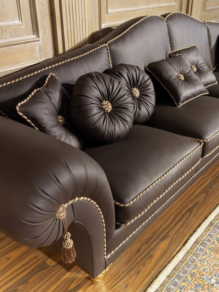 Luxury sofa in leather Majestic
