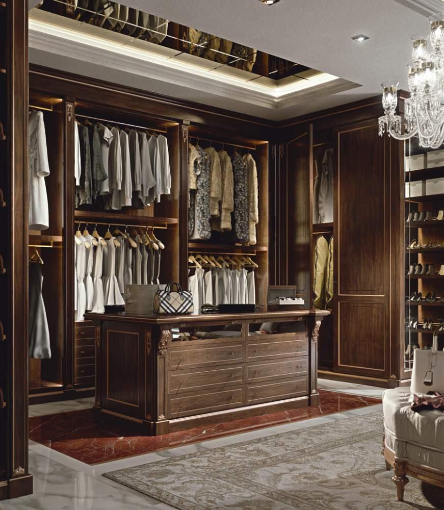 Precious wooden walk-in closet wardrobe