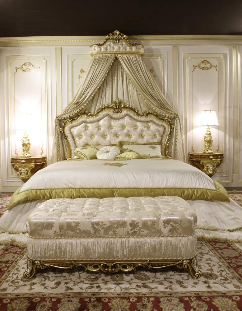 Classic bench and baroque bed art. 2013