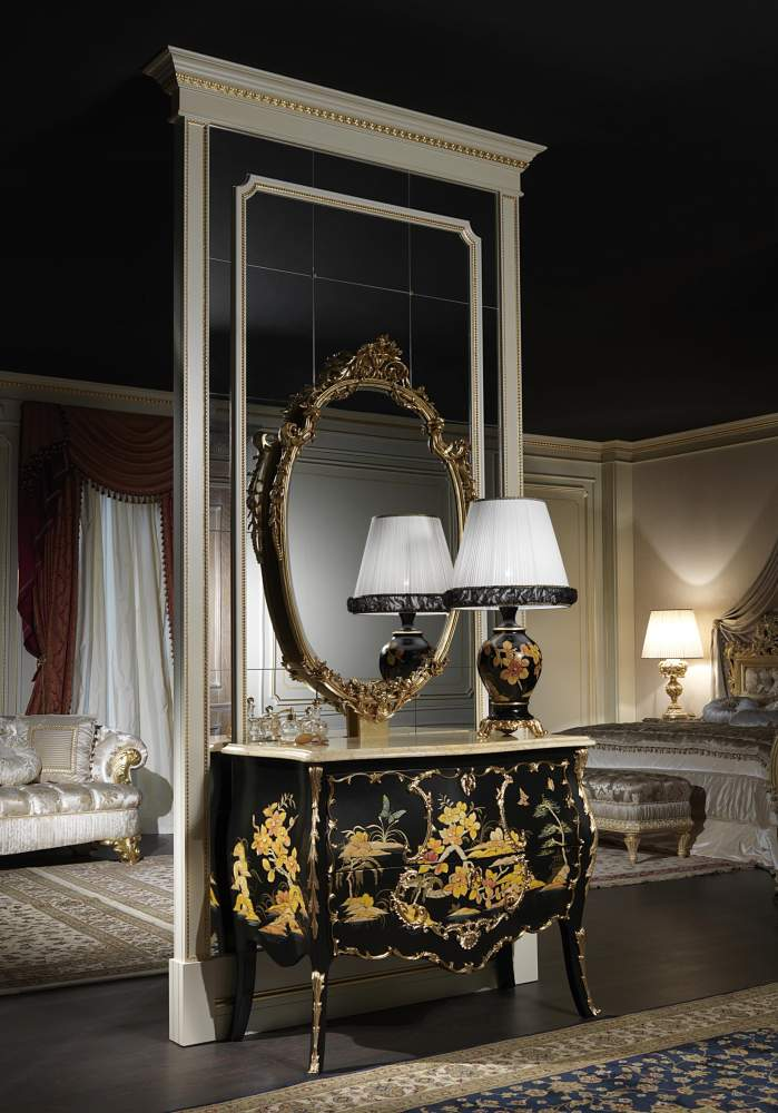 Luxury chest of drawers of the Chinoiserie collection, inspired to the chinese lacquered furniture